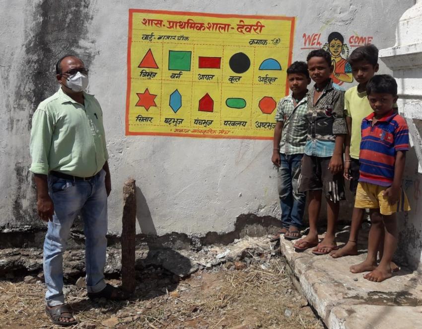 शासकीय प्राथमिक शाला देवरी, गाँव की दीवारों पर प्रिंटरिच वातावरण का निर्माण