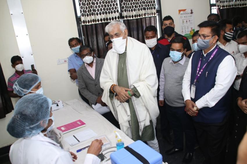 कोरोना वैक्सीन कोविड-19 से जंग के लिए प्रभावी हथियार है- स्वास्थ्य मंत्रीसिंहदेव