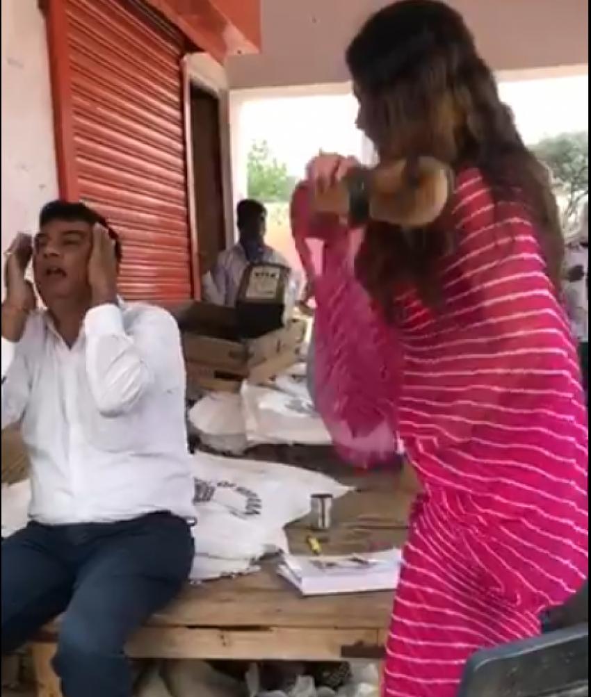 भाजपा नेत्री सोनाली फोगाट ने कर्मचारी को चप्पल से पीटा,गालियां भी दी, कांग्रेस नेता ने कहा - अब सरकारी नौकरी अपराध है?