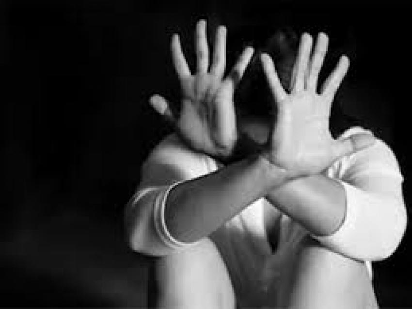 महिला अधिकारी बनी हवस की शिकार, एक साल तक हवस पूरी कर दे दिया तलाक, 5 महीने से भटक रही पीड़िता