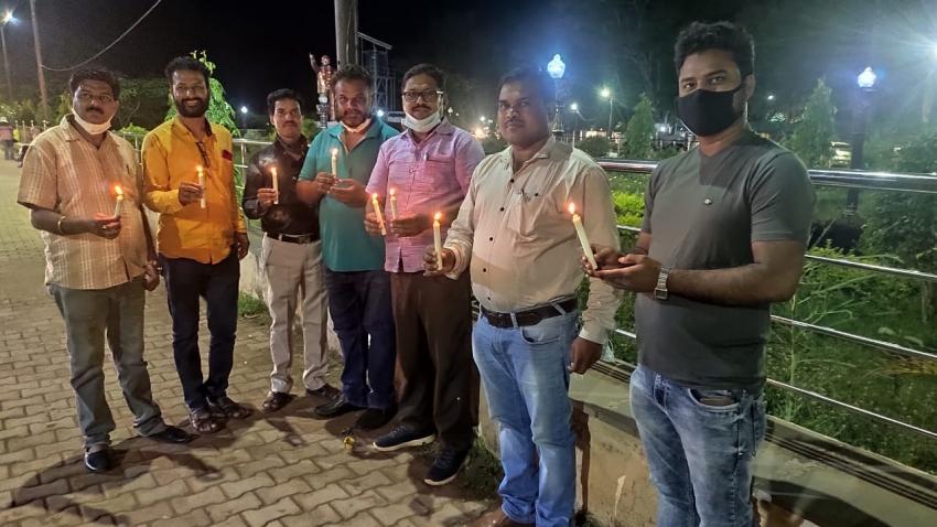 CM को दिलाई याद: सुकमा, दंतेवाड़ा के शिक्षाकर्मियों ने संविलियन की आस में जलाए दीये